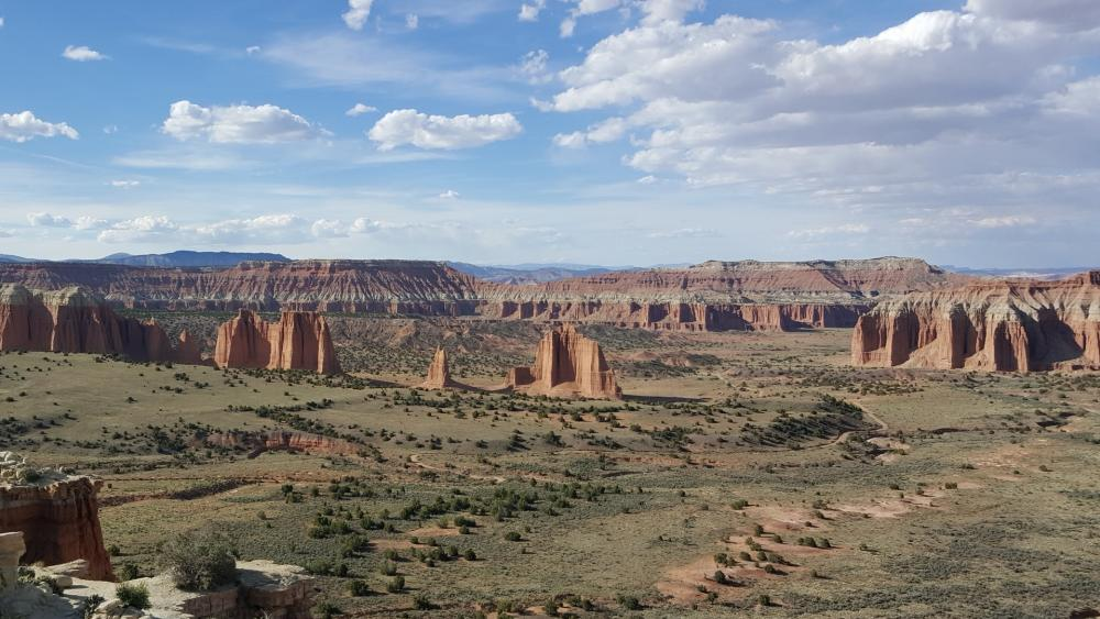 Cathedral Valley Corral, Capitol Reef National Park wallpaper