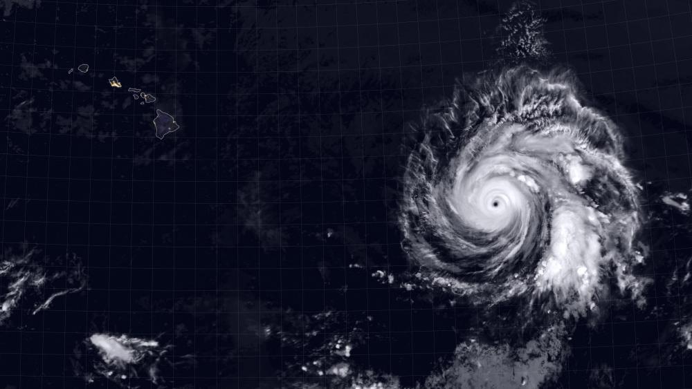 Hurricane Douglas Heads Toward Hawaii wallpaper