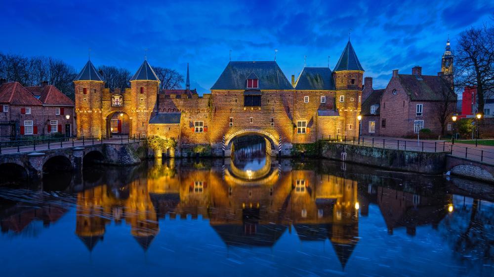 Koppelpoort water gate canal reflection wallpaper