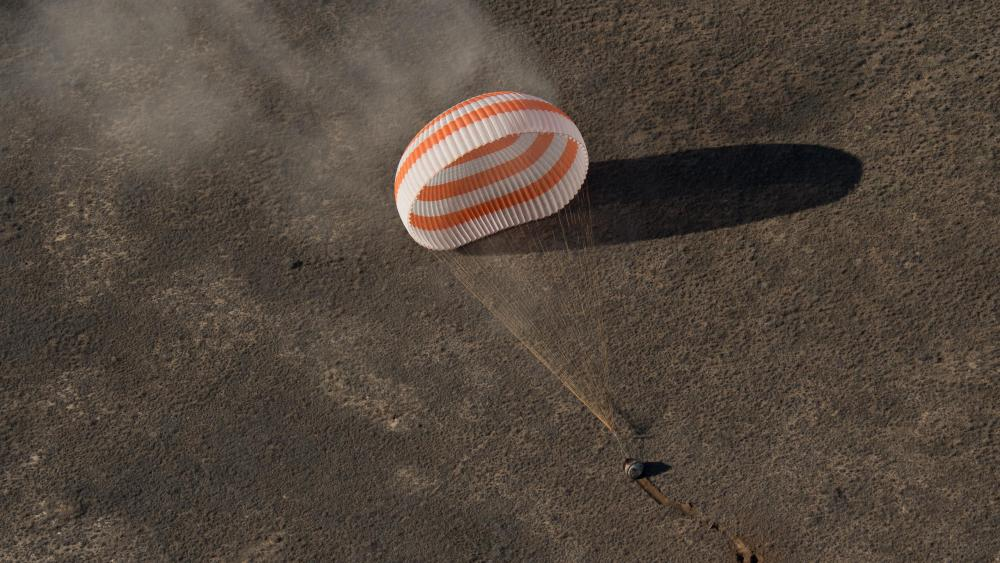 Expedition 50 Crew Members Landing in the Soyuz MS-02 Spacecraft wallpaper