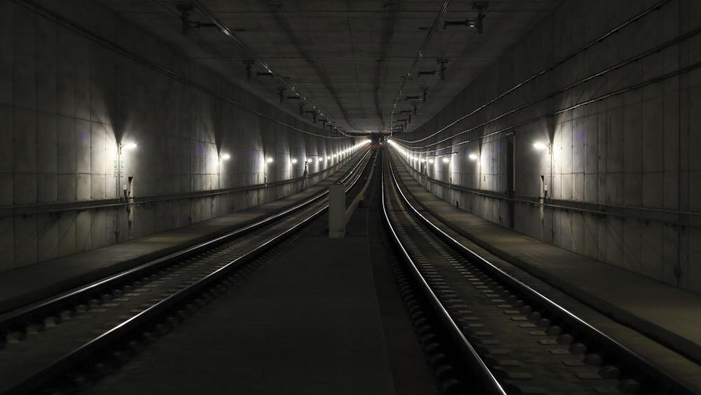 Railway Tunnel in Leipzig wallpaper