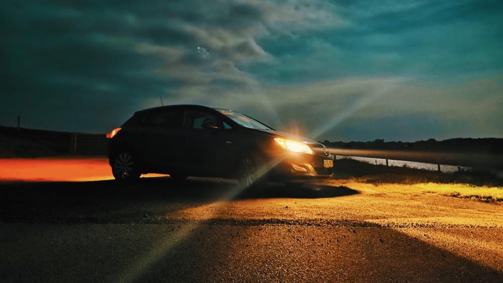 VW Car at Night wallpaper