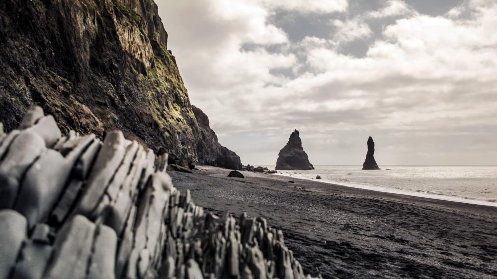 Reynisdrangar sea stacks, Iceland wallpaper