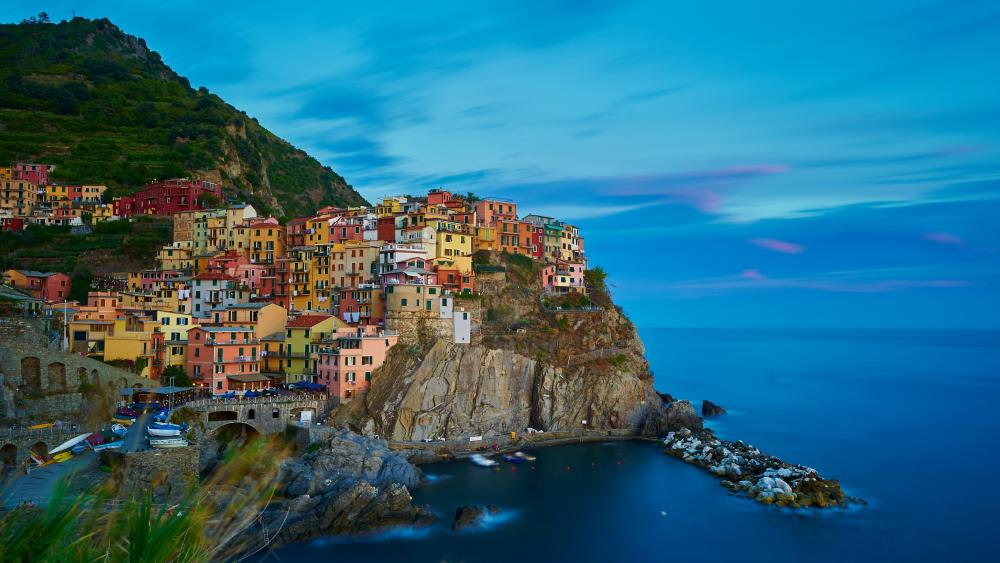 Colorful houses in Manorola wallpaper