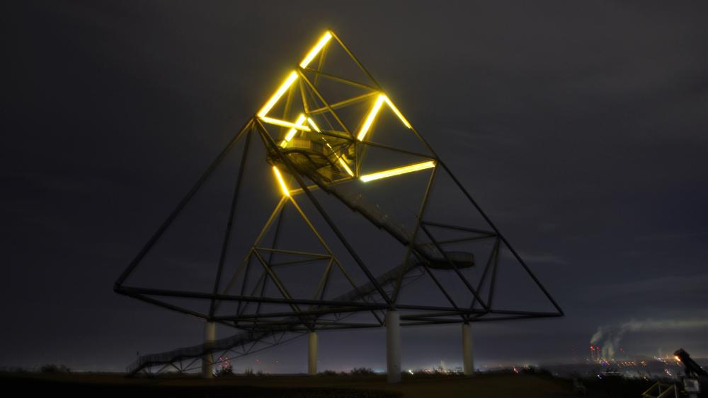 Tetraeder by night wallpaper