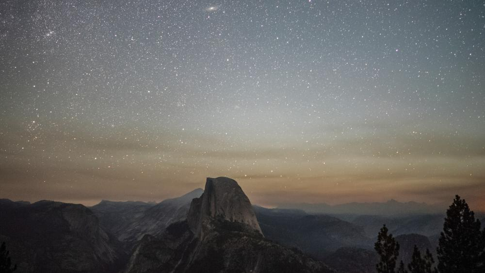 Half Dome under the starry sky (Yosemite National Park) wallpaper