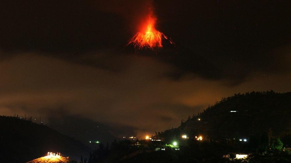 Sangay volcano eruption, Ecuador wallpaper