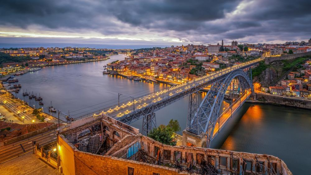 Dom Luís I Bridge from Mosteiro da Serra do Pilar wallpaper