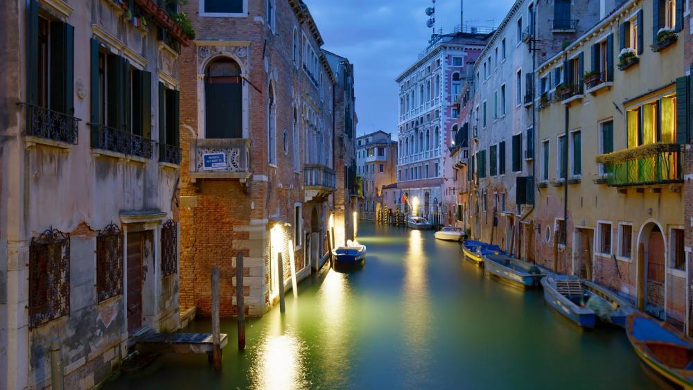 Venice canal wallpaper