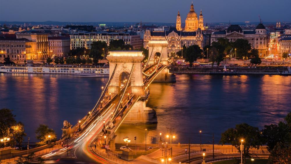 Timelapse of Chain Bridge, Budapest wallpaper
