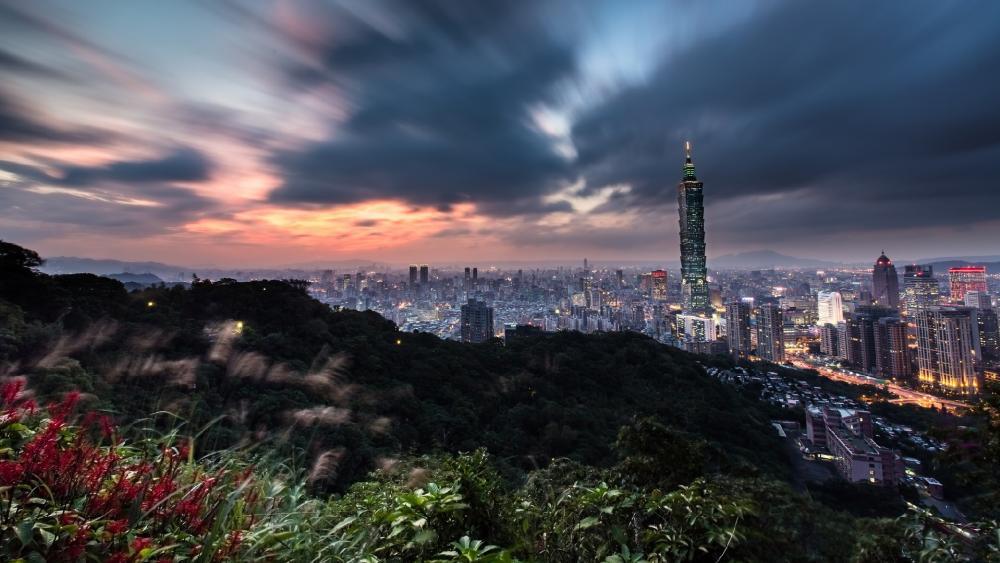 Cloudy Taipei wallpaper