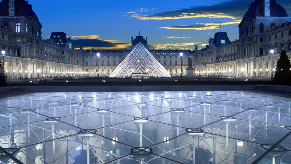 Louvre Pyramid wallpaper