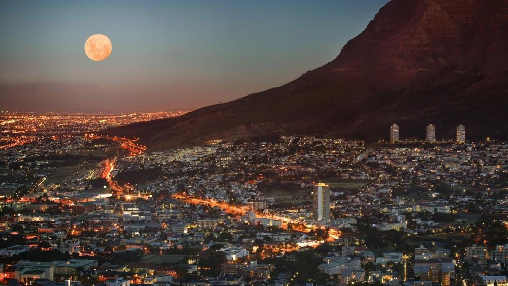 Full moon over Cape Town wallpaper