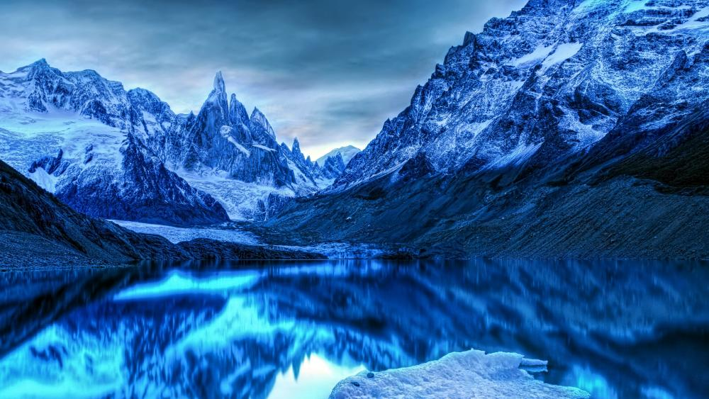 Laguna Torre wallpaper