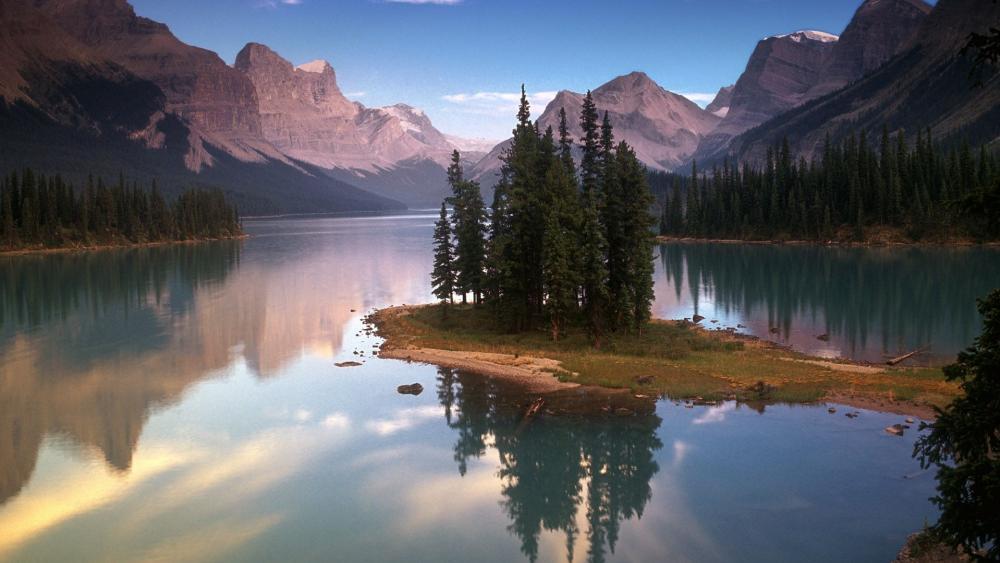 Spirit Island, Jasper National Park Of Canada wallpaper