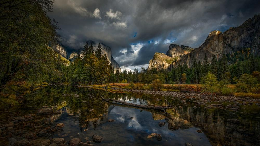 Cloudy El Capitan and the Cathedral Rocks wallpaper