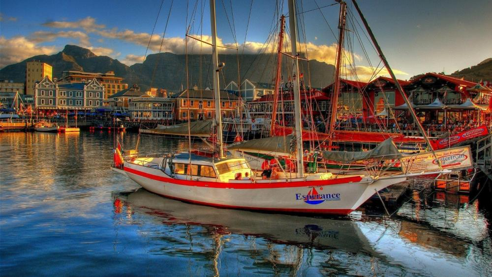 Sailboat in the harbour of Cape Town wallpaper