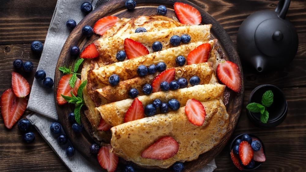 Pancakes with berries wallpaper