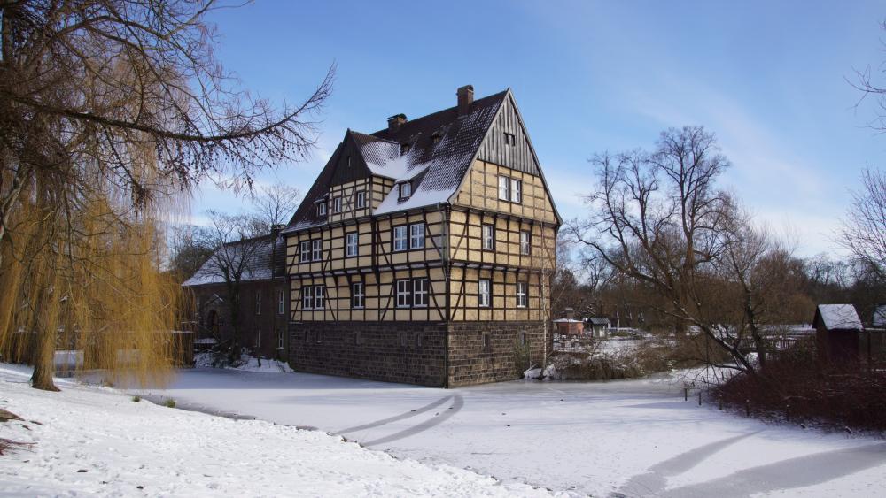 Wittringen Castle in the snow wallpaper