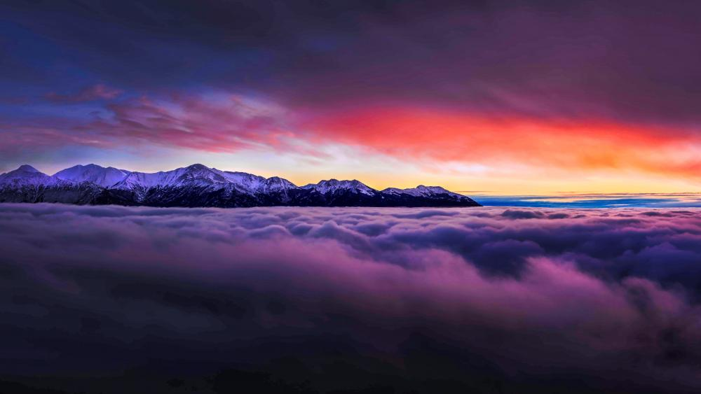 Cloudy sunset above the mountains wallpaper