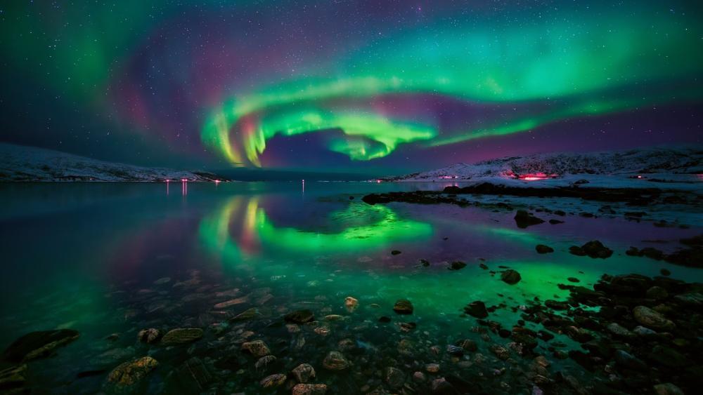 Polar lights reflection wallpaper