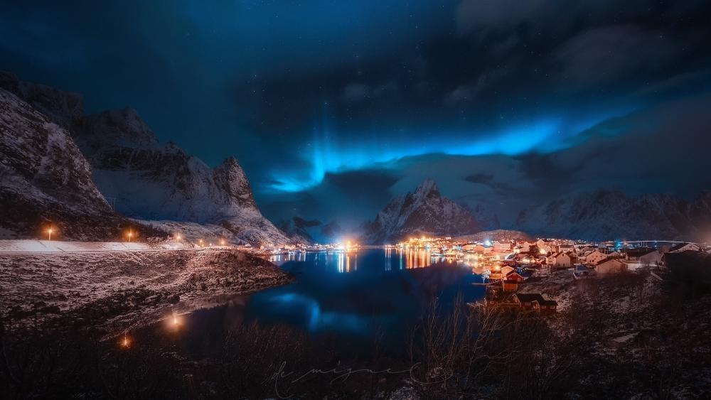 Blue polar lights over Reine wallpaper