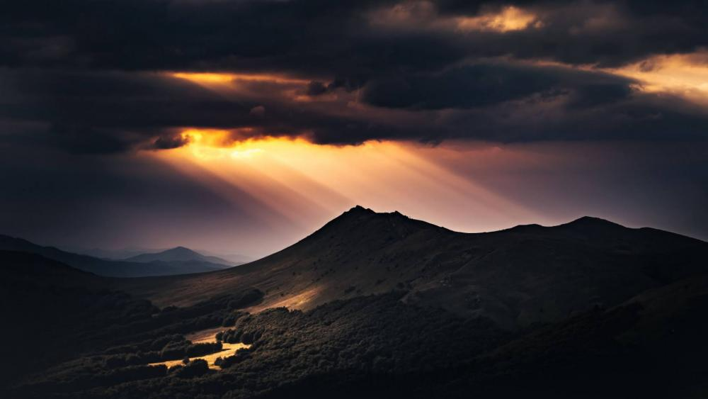Rays of Light in the Clouds wallpaper