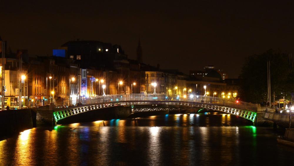 Dublin by night wallpaper
