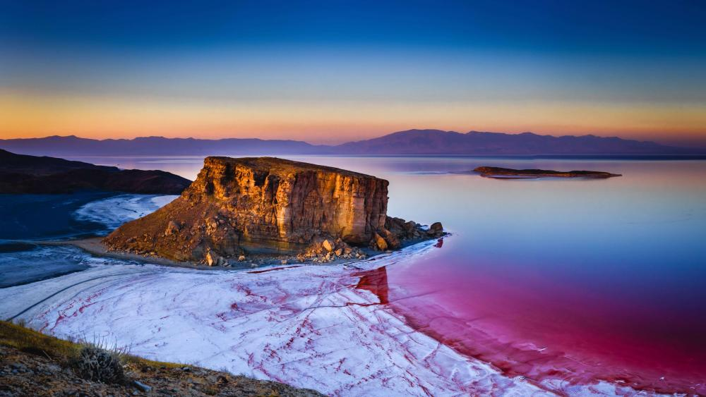 Sunrise on the beach turning pink wallpaper