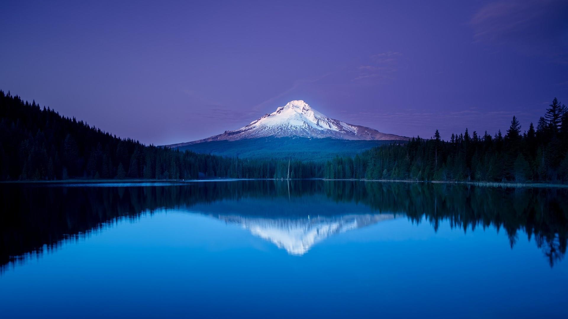 Blue evening reflection wallpaper