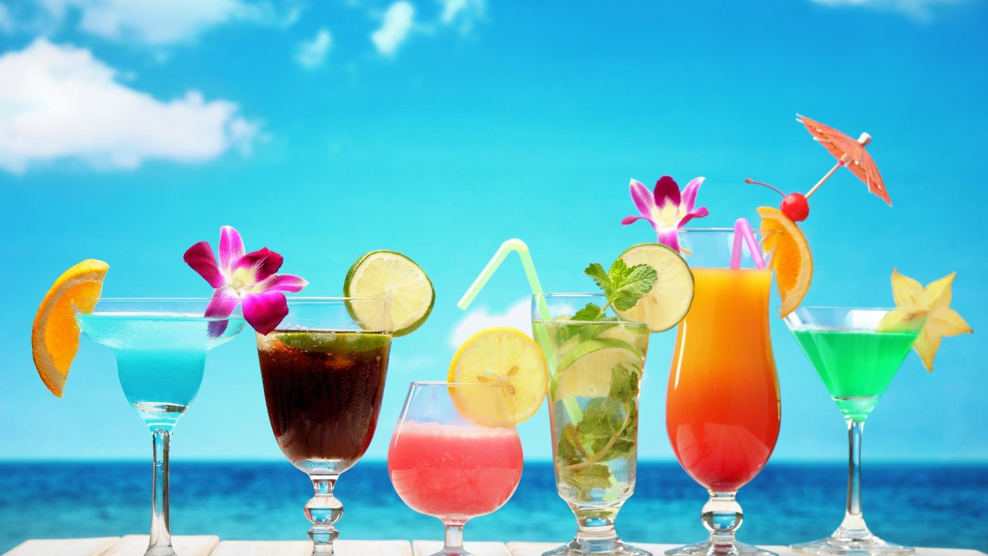 Cocktails on the beach wallpaper