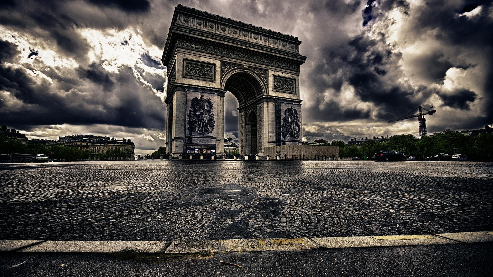 Arc de Triomphe - monochrome photography wallpaper