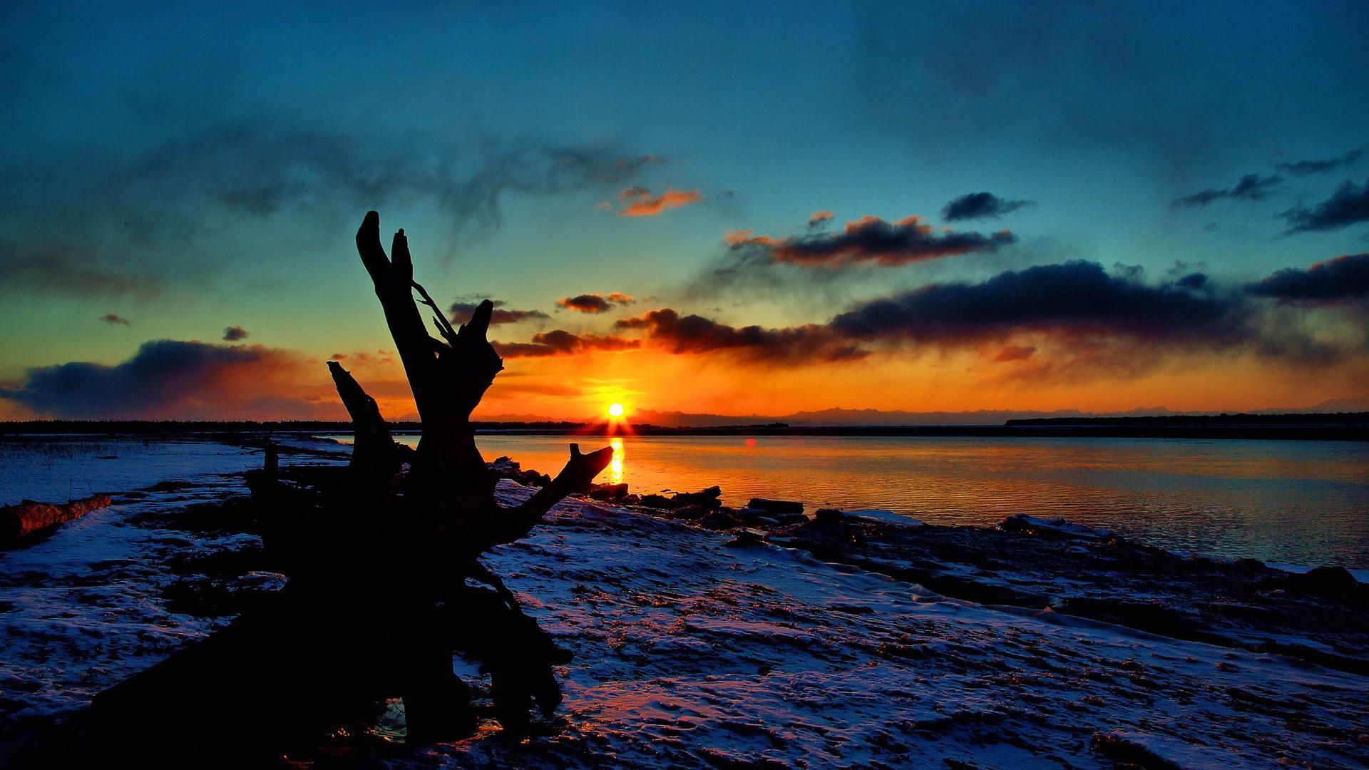 Beautiful morning sunrise in Alaska wallpaper