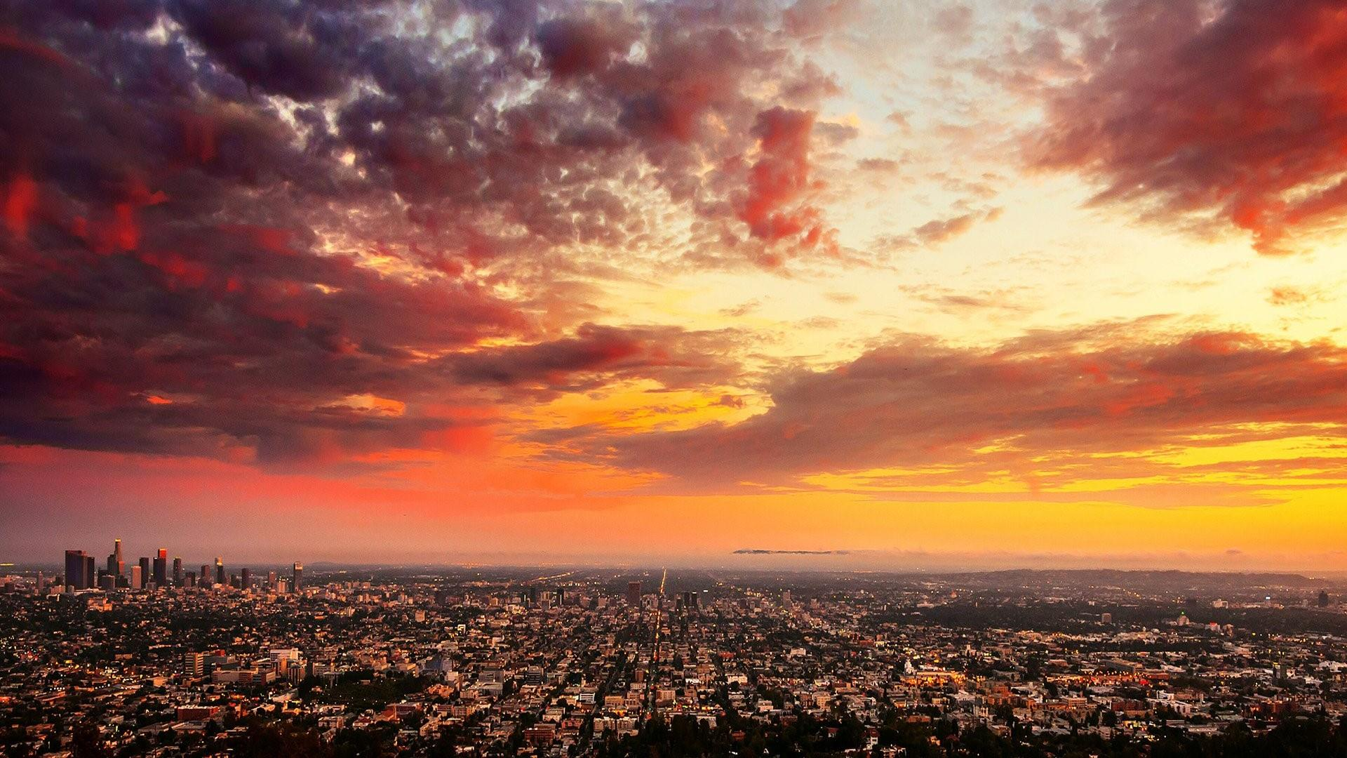 Red sky at morning in Los Angeles wallpaper