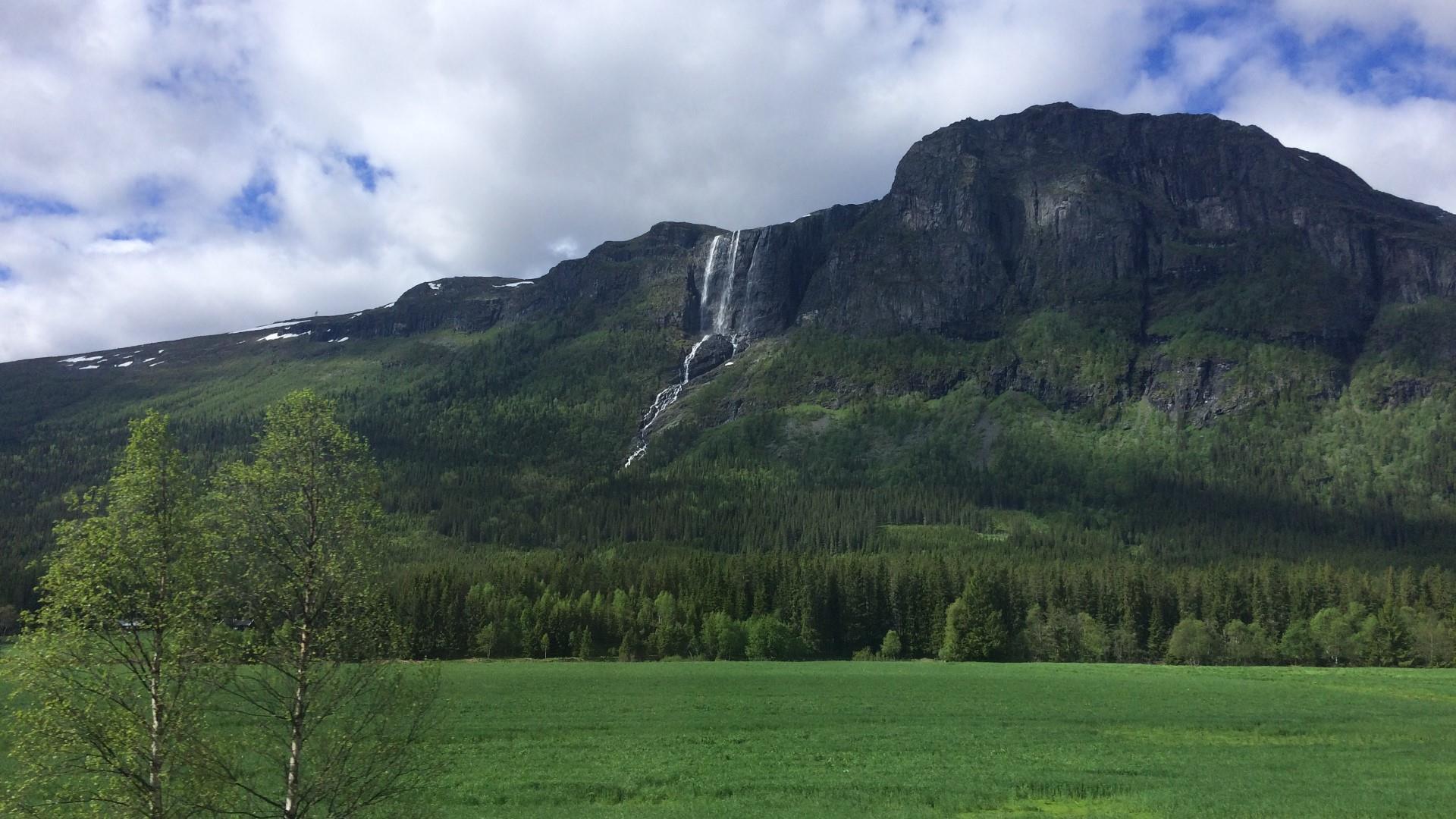 Huge waterfall in Norway wallpaper