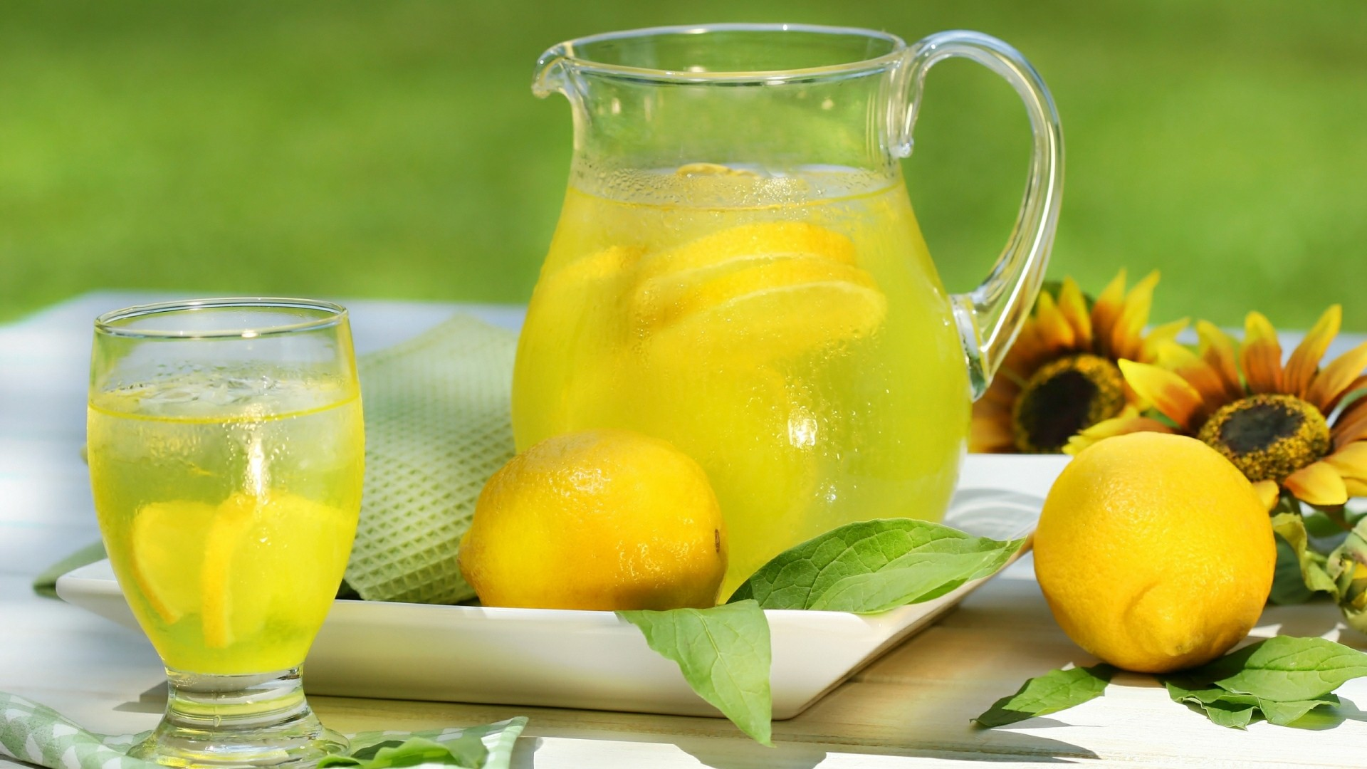 Lemon juice wallpaper