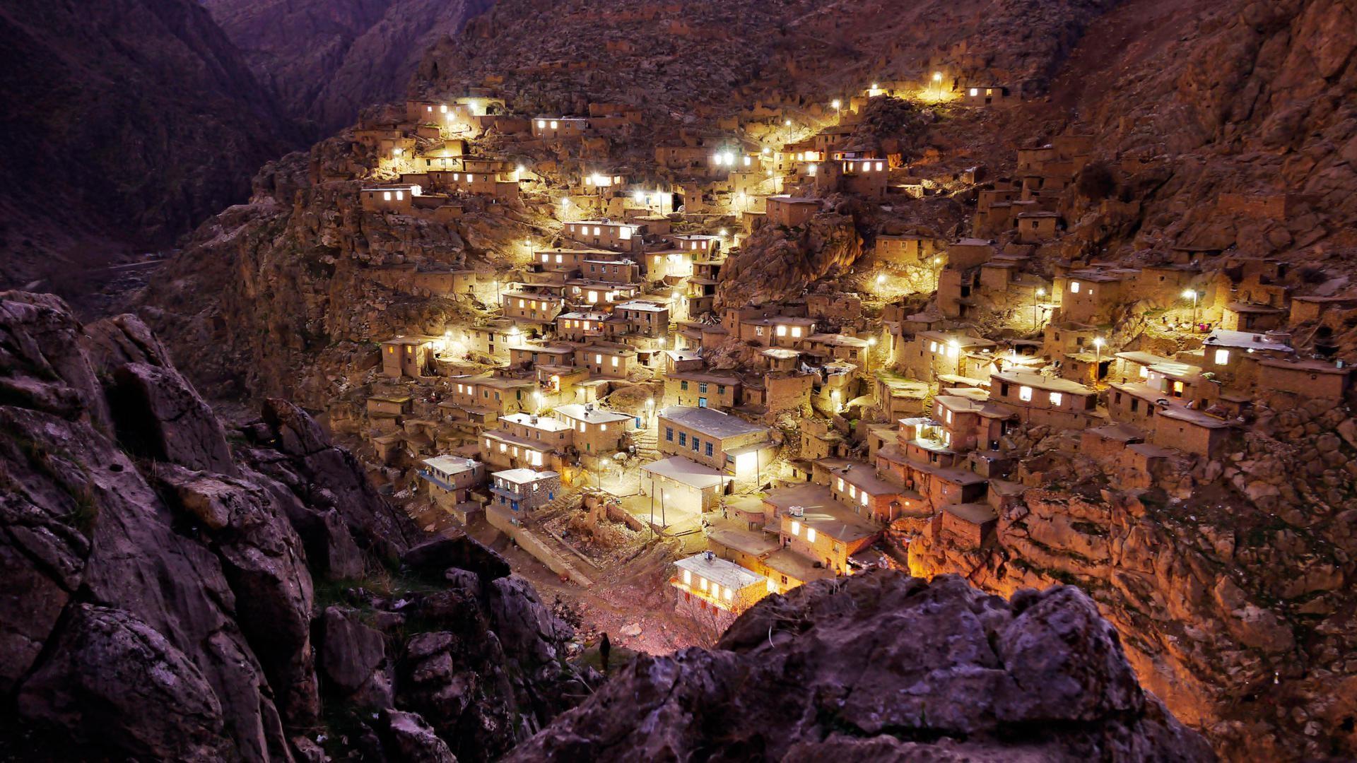 The most beautiful village in Iran - Then near-vertical Palangan village at night wallpaper