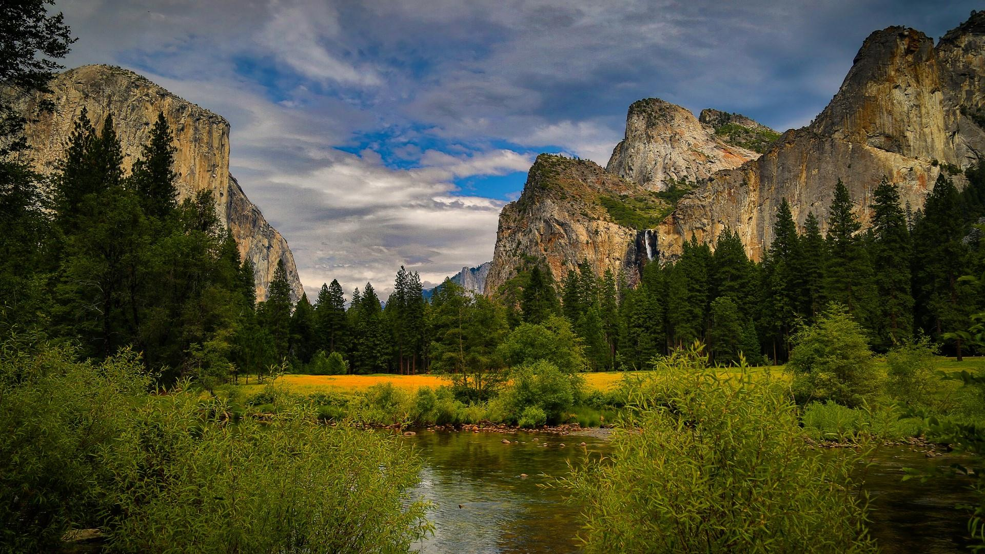 El Capitan and Cathedral Rocks wallpaper