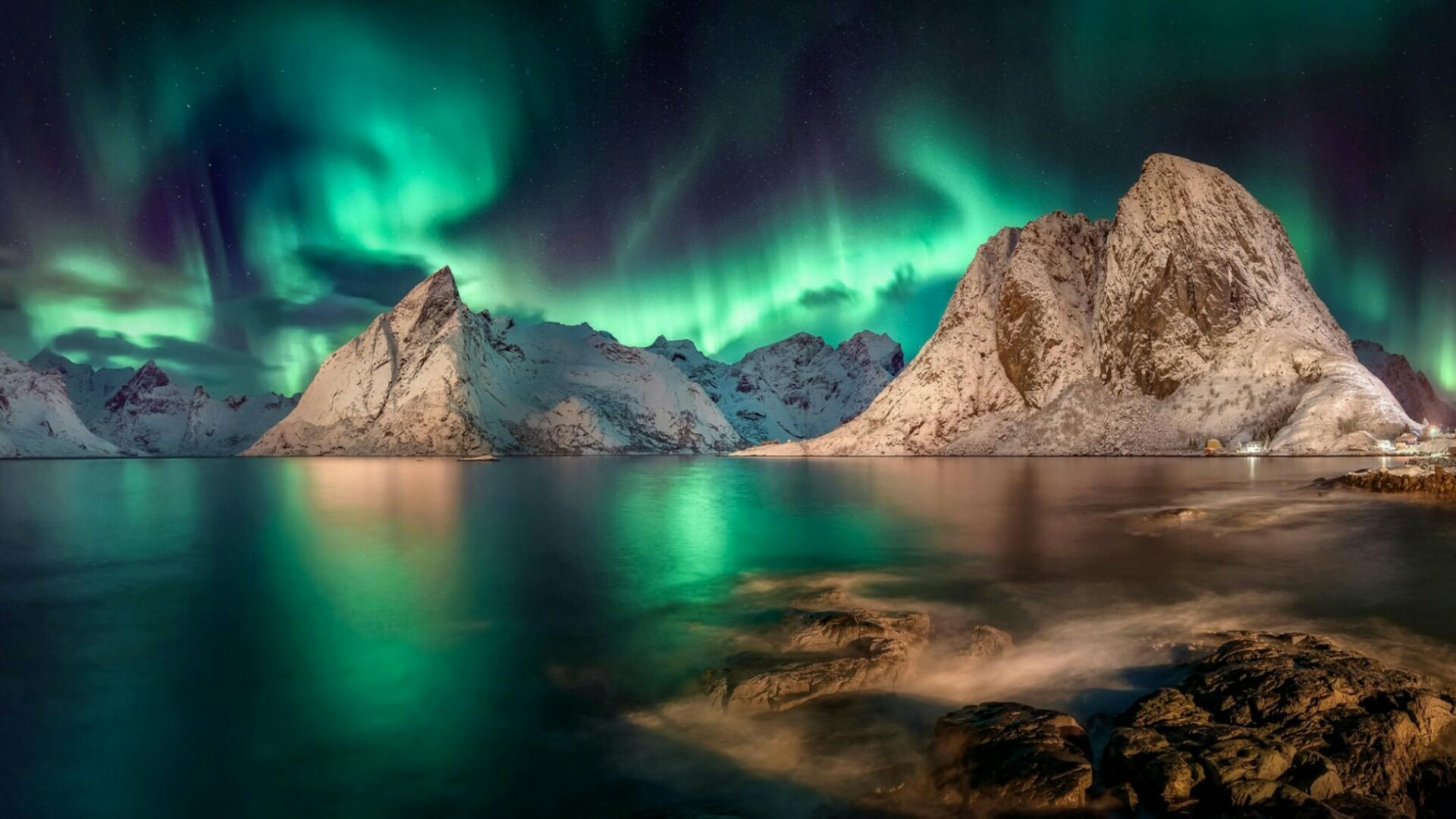 Swirling Aurora Borealis in the sky wallpaper