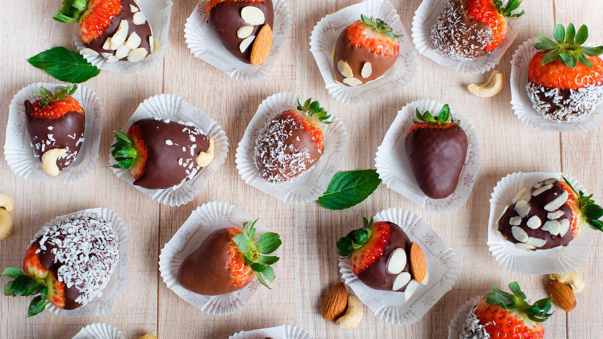 Chocolate-covered fruit wallpaper