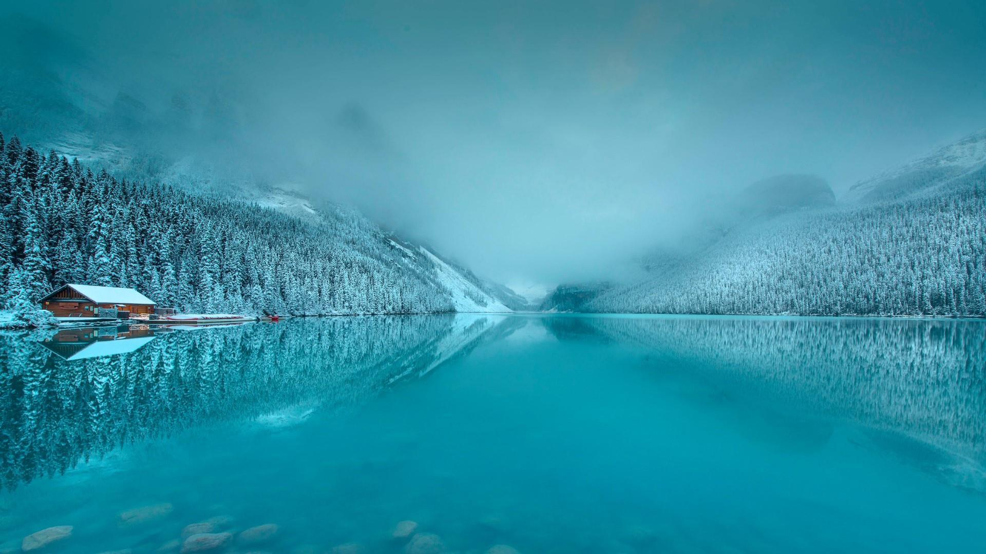 Lake Louise in winter (Banff National Park) wallpaper