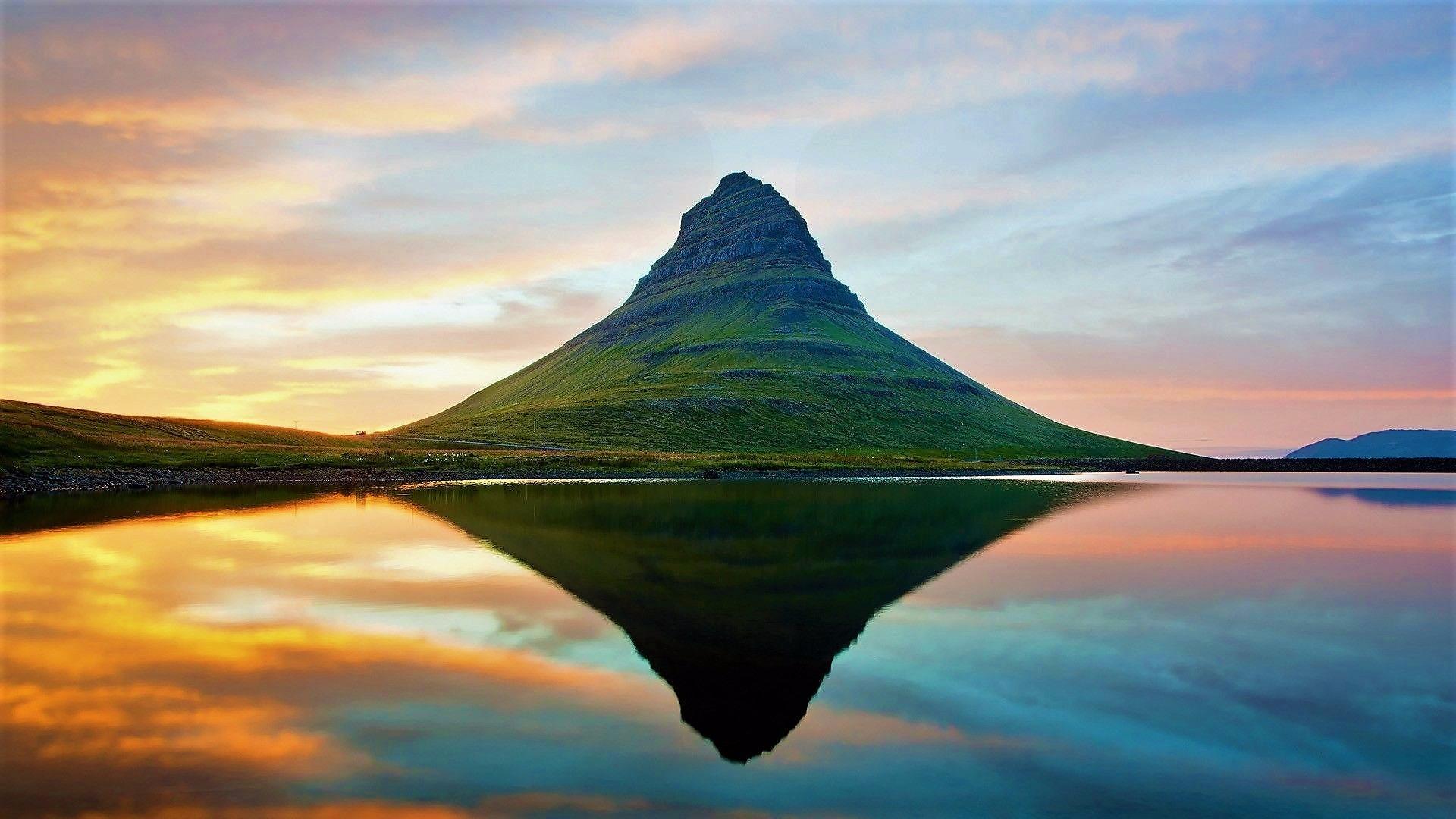 Hat Mountain (Kirkjufell), Grundarfjorour wallpaper
