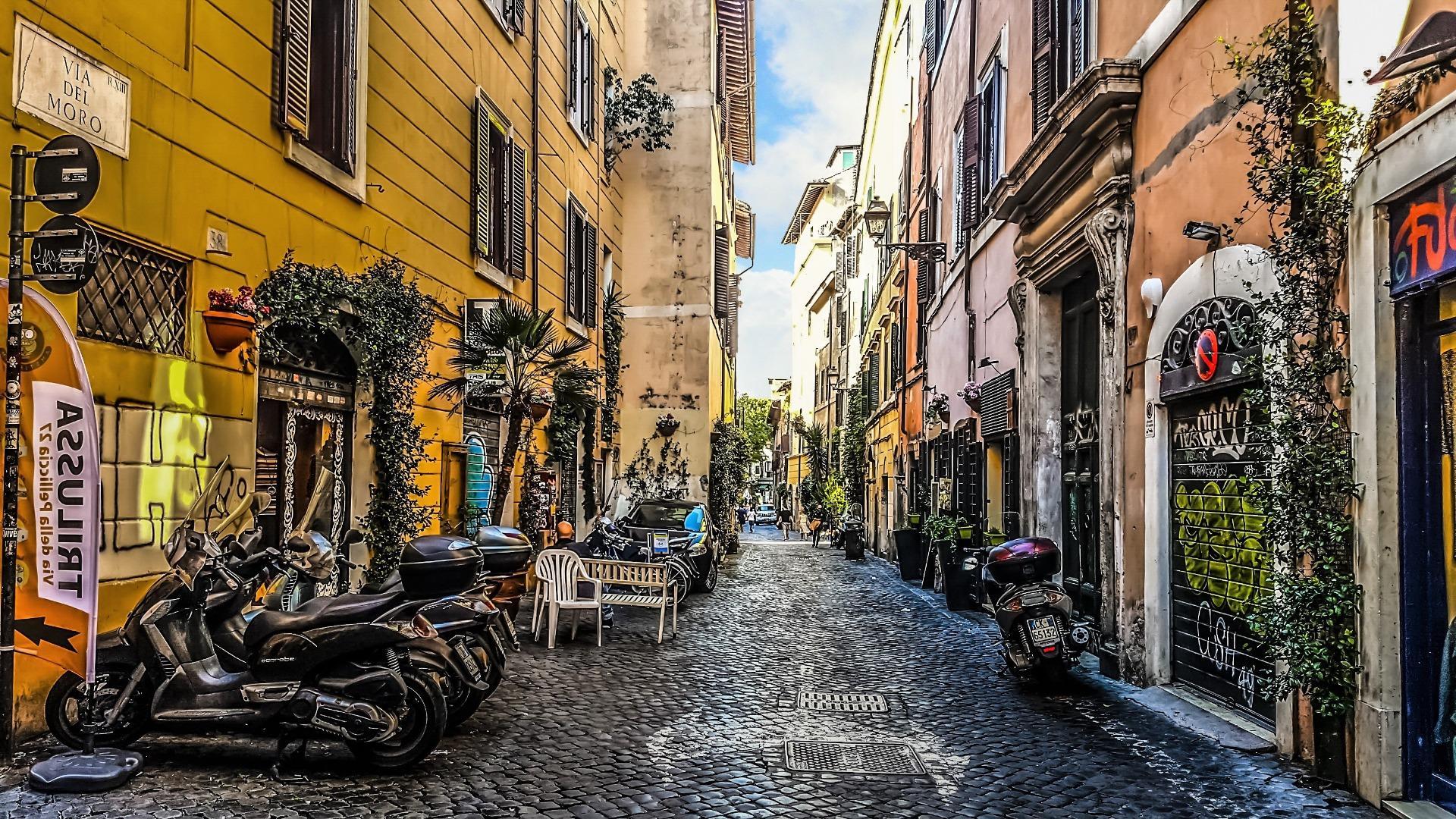 Street of Trastevere (Rome, Italy) wallpaper