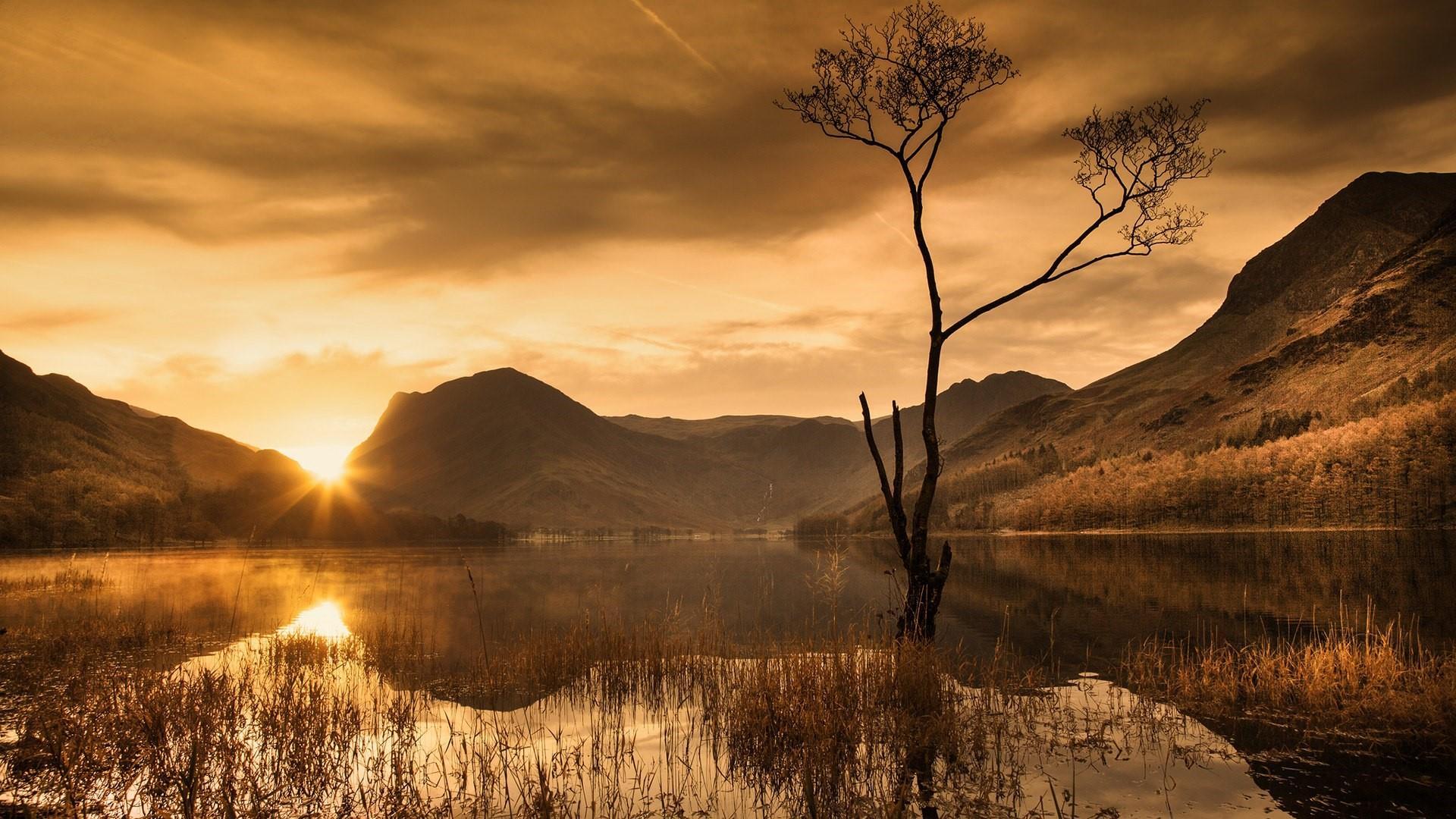 Beautiful sunrise reflection wallpaper
