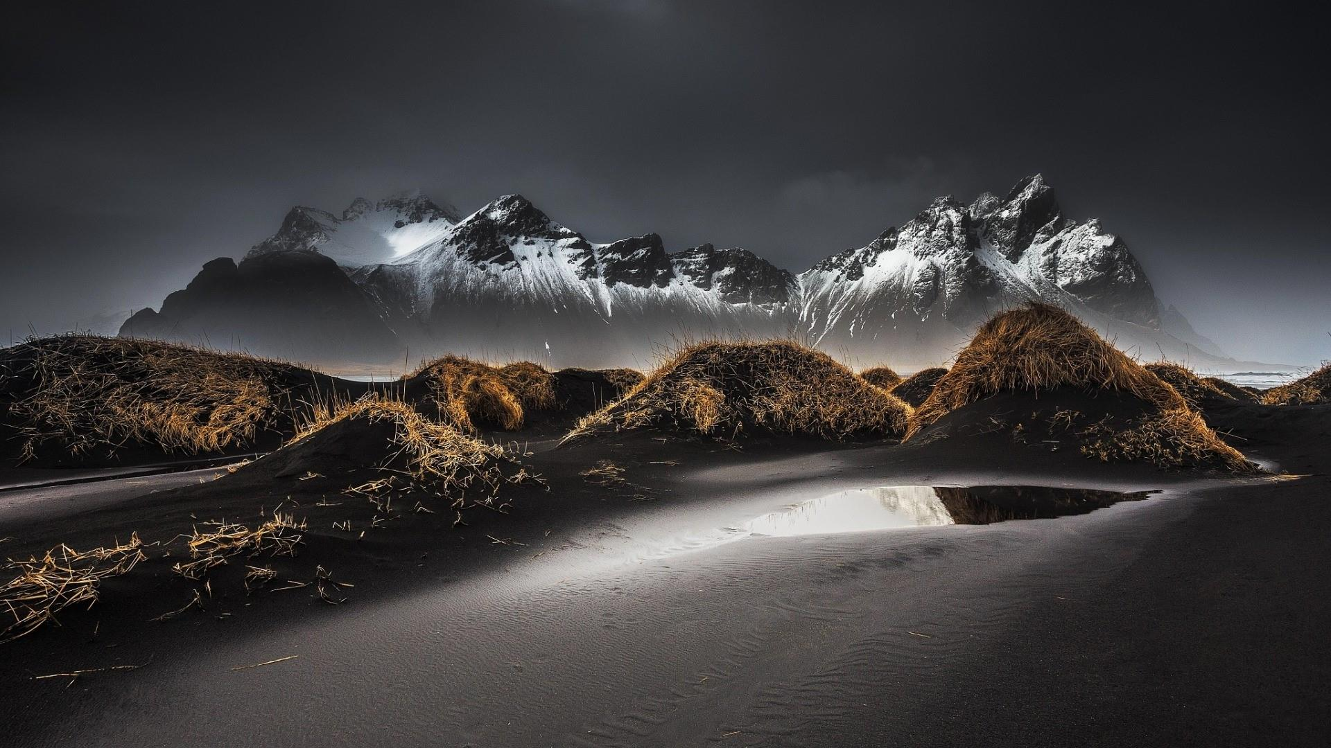 Vestrahorn Mountains (Iceland) wallpaper