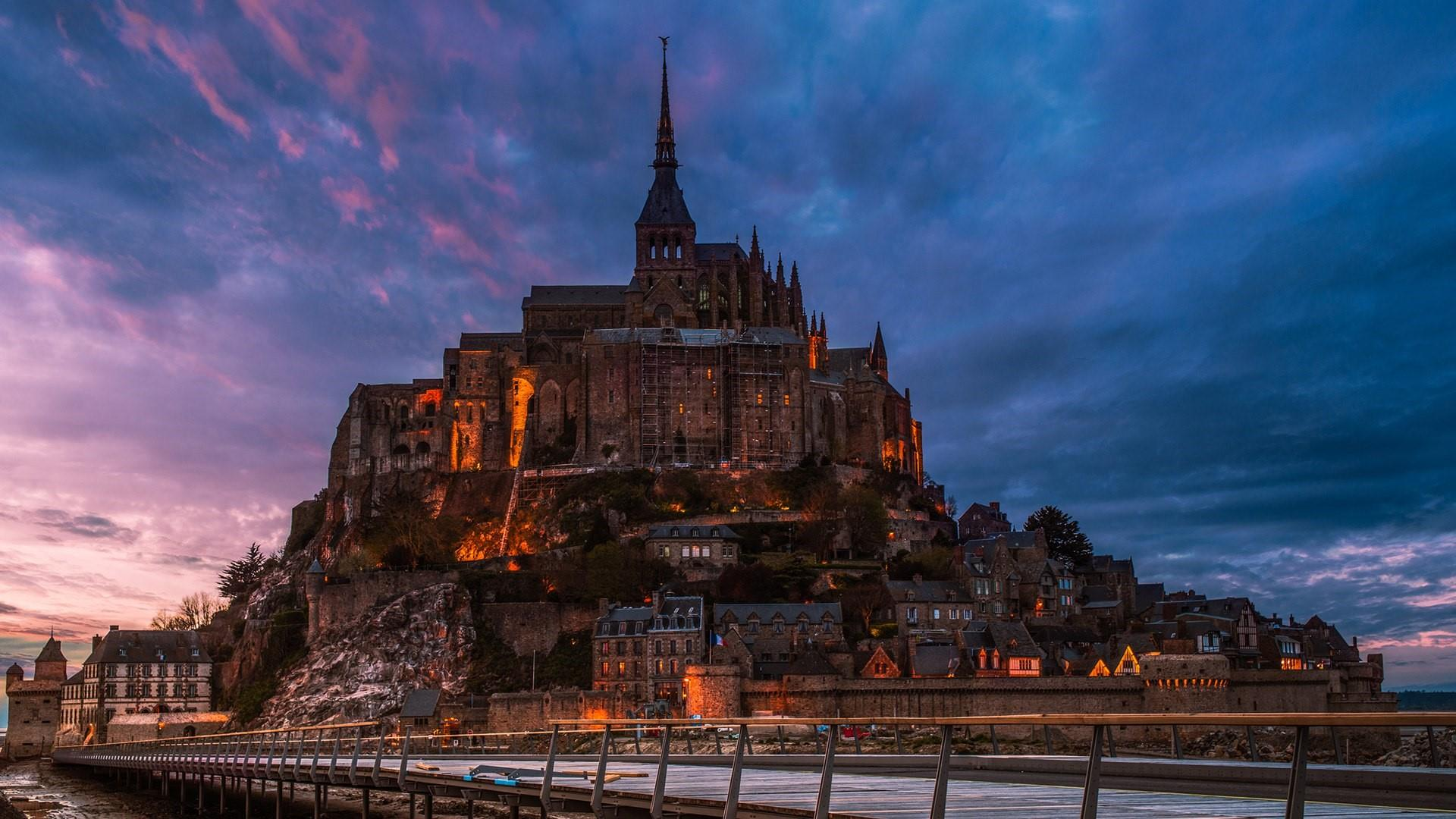Mont Saint Michel Abbey at dusk wallpaper