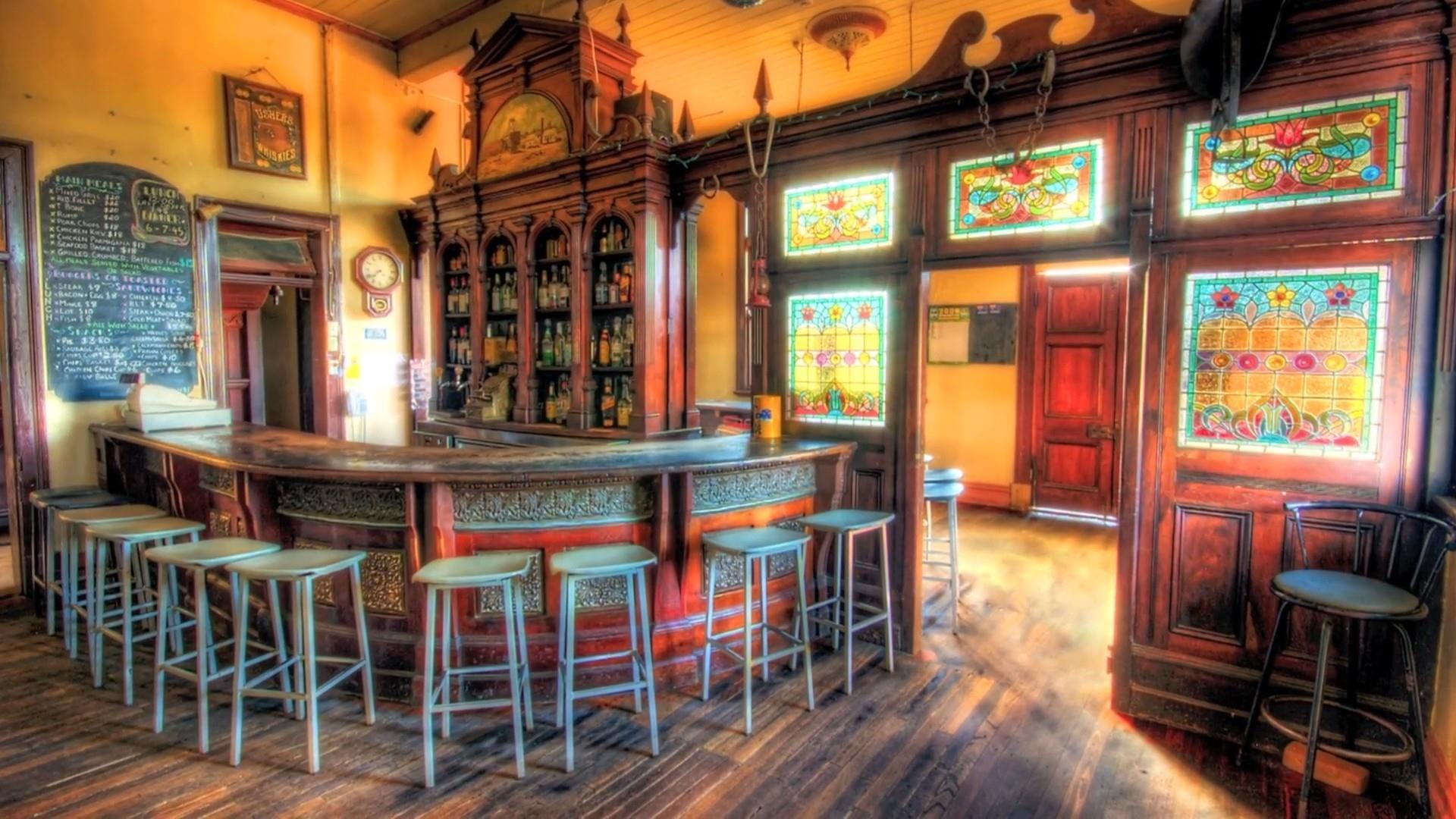 Old Tuscan Bar wallpaper