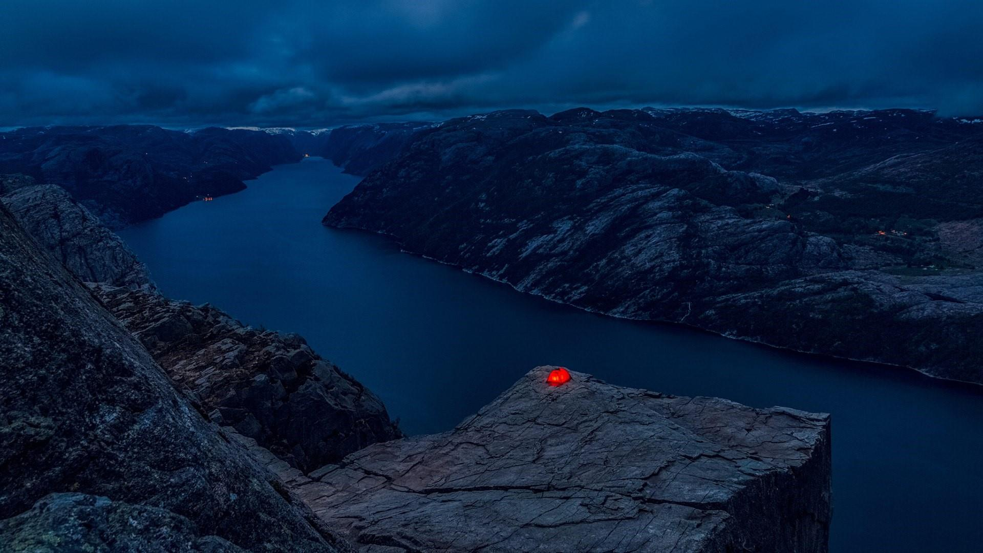 Prekestolen (Preikestolen) adrenalin camping wallpaper