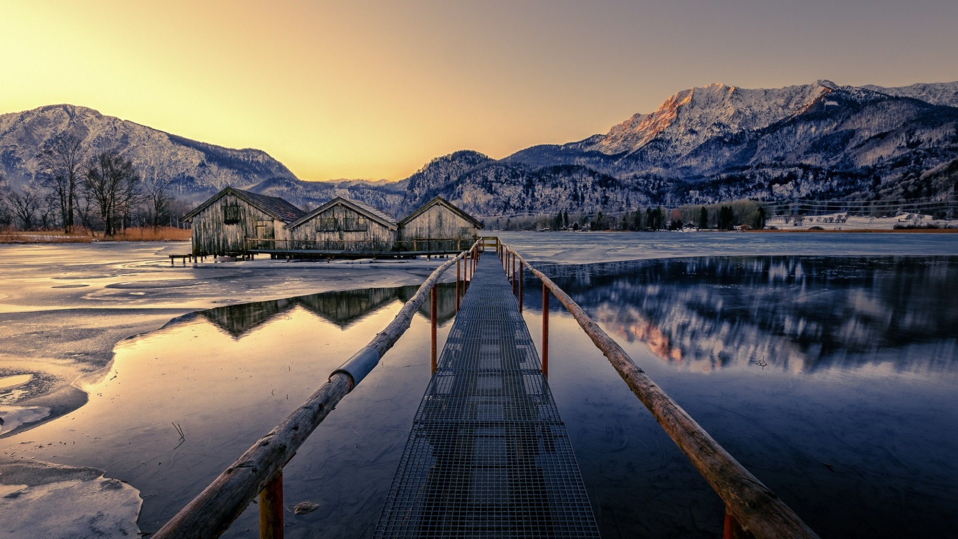 Long pier with boathouses (Bavaria) wallpaper
