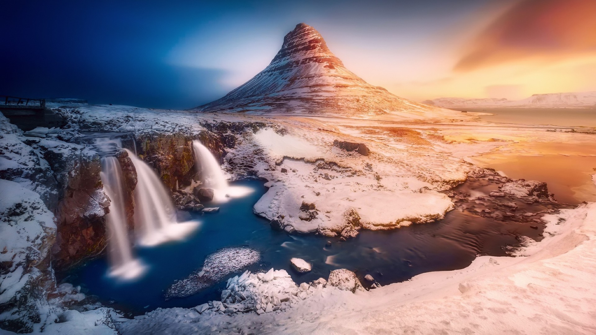Kirkjufell in winter wallpaper